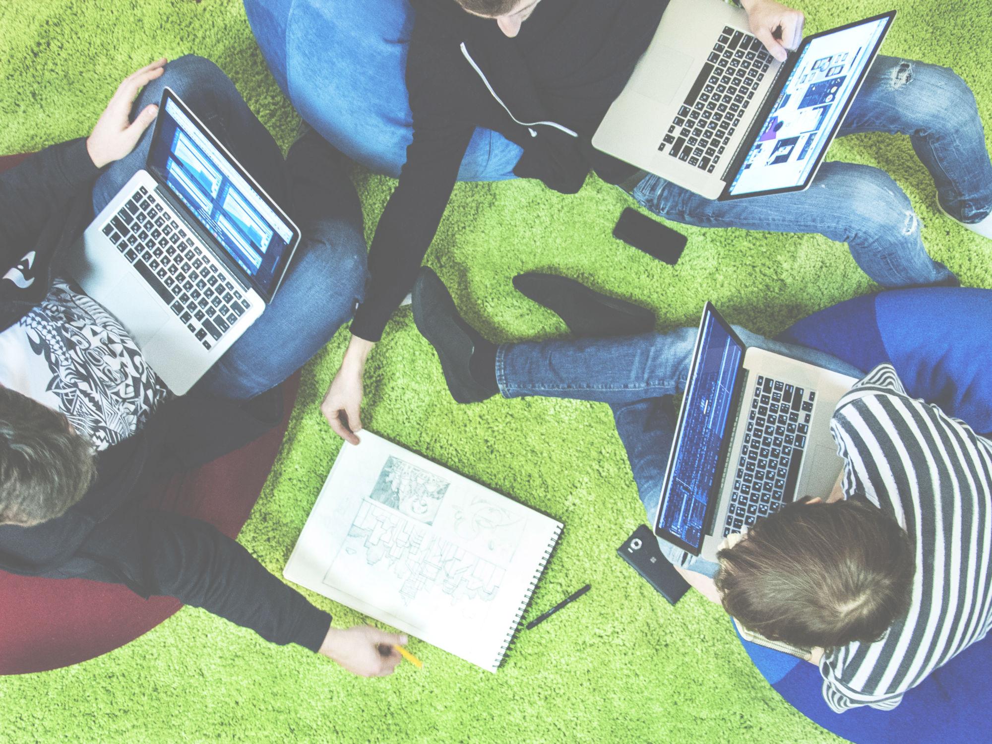 Design Workstyle. Freelance VS Teamwork.