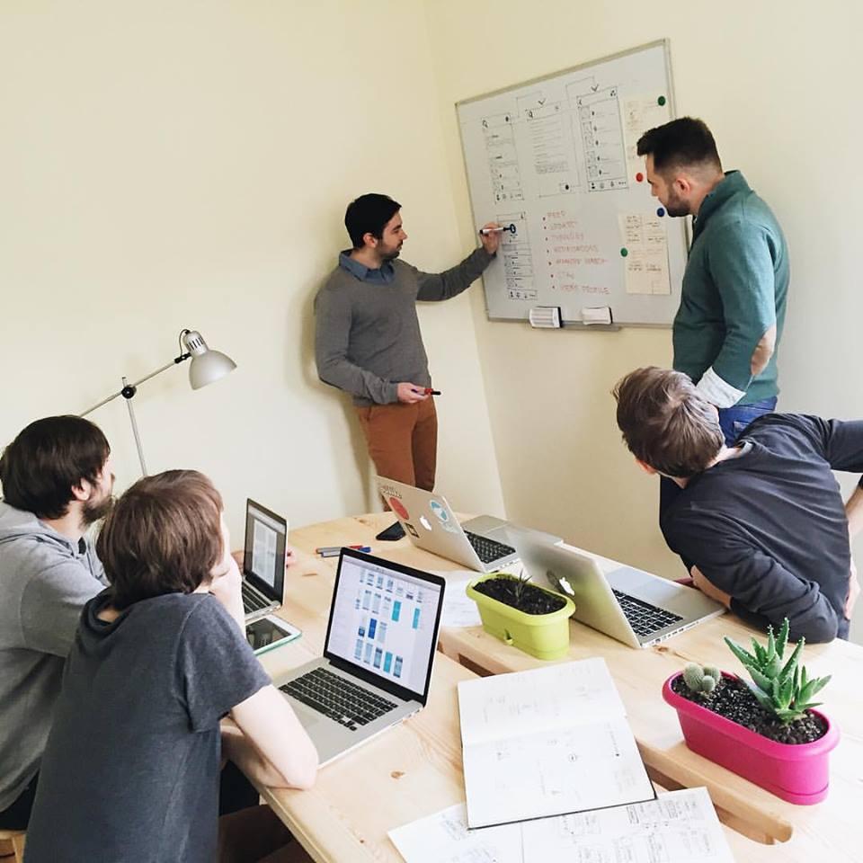 tubikstudio-designers-brainstorming